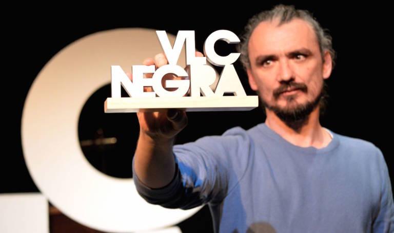 David Llorente, recibe el VLC Negra de 2016. Foto: Laura Muñoz