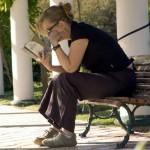 Lectura en un banco